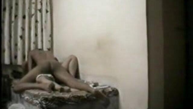 सार्वजनिक मूवी सेक्सी पिक्चर वीडियो में अंडरवियर अंडरवियर पता चलता है